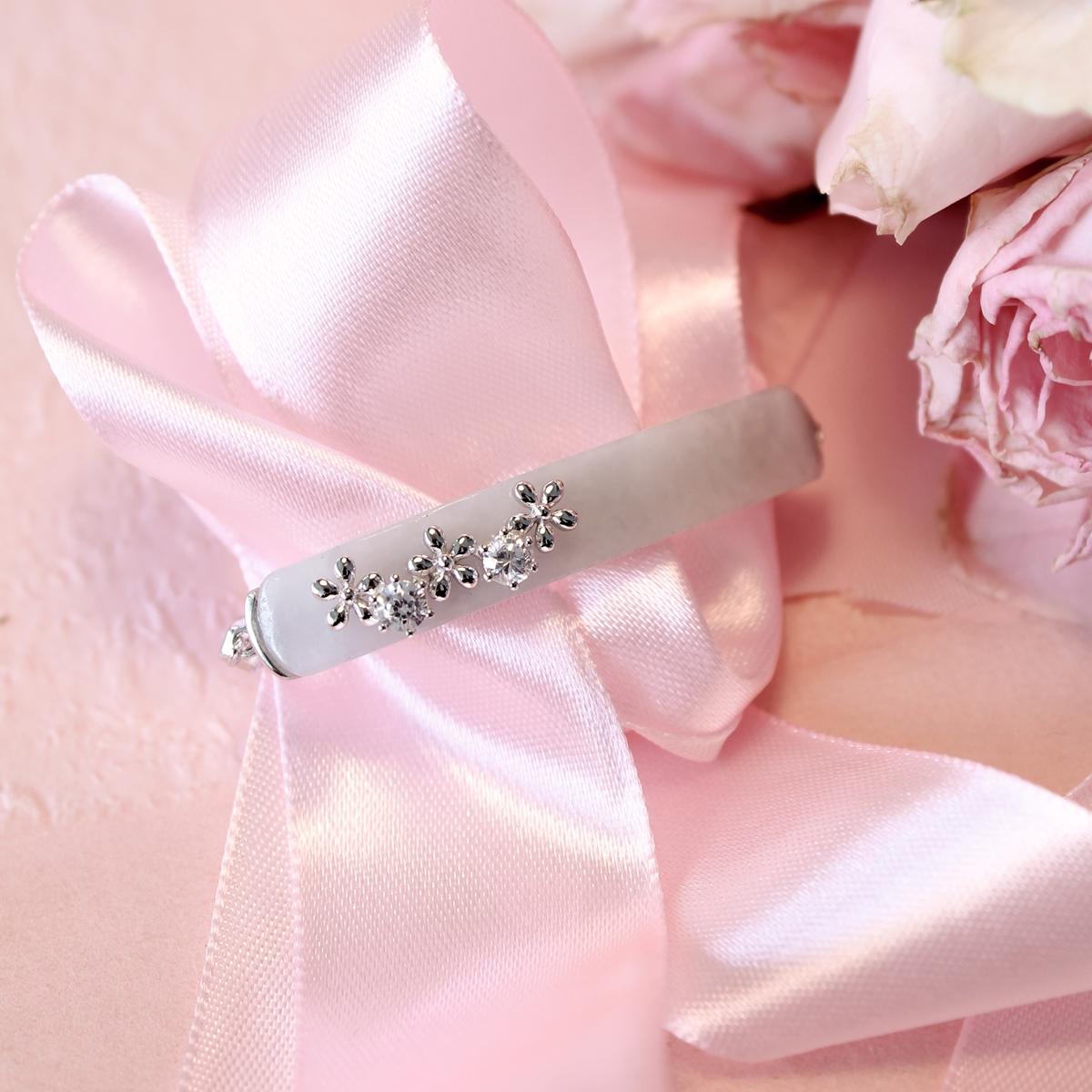 Elongated Bracelet With Trio Flowers